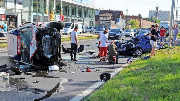 23-Jähriger kracht mit Auto in Rettungsauto - tot (Bild: Markus Wenzel)