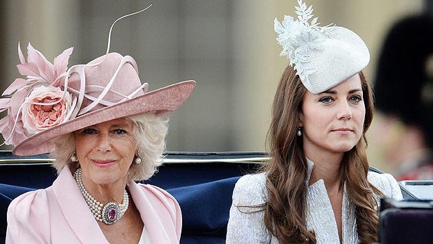 Queen feierte mit Parade 88. Geburtstag nach (Bild: APA/EPA/ANDY RAIN)