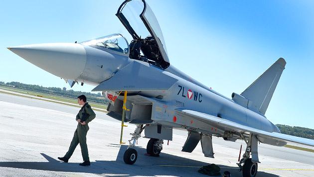 Neue Spuren im Eurofighter-Krimi (Bild: APA/HERBERT NEUBAUER)