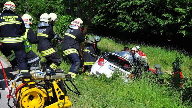 32-Jährige mit Auto gegen Baum geprallt - tot (Bild: Pressestelle BFK Mödling)