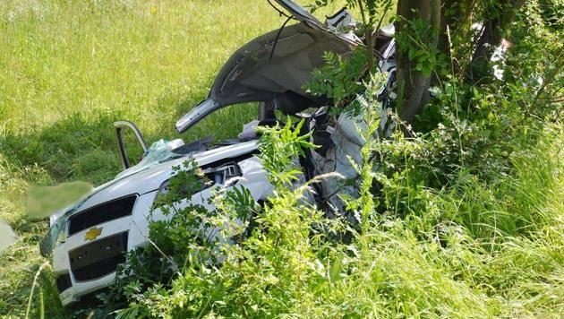 32-Jährige mit Auto gegen Baum geprallt - tot (Bild: Einsatzdoku.at)
