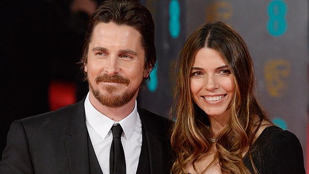 Christian Bale und Sibi Blazic (Bild: APA/EPA/FACUNDO ARRIZABALAGA)