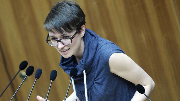 Grüne Abgeordnete beschwert sich über Amtshandlung (Bild: APA/ROBERT JAEGER)