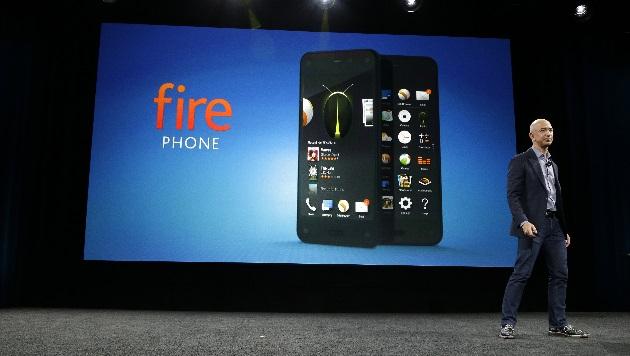 Amazon präsentiert eigenes 3D-Handy: Fire Phone (Bild: AP)