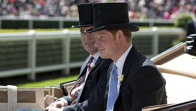 Queen eröffnete Ascot-Pferderennen in England (Bild: AP)