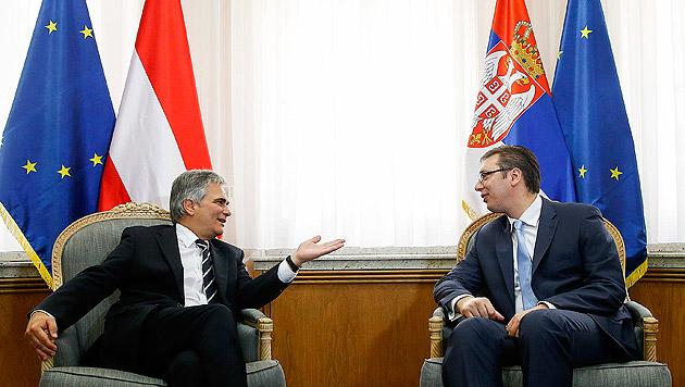 Bundeskanzler Werner Faymann mit seinem serbischen Amtskollegen Premierminister Aleksandar Vucic (Bild: APA/BKA/Andy Wenzel)