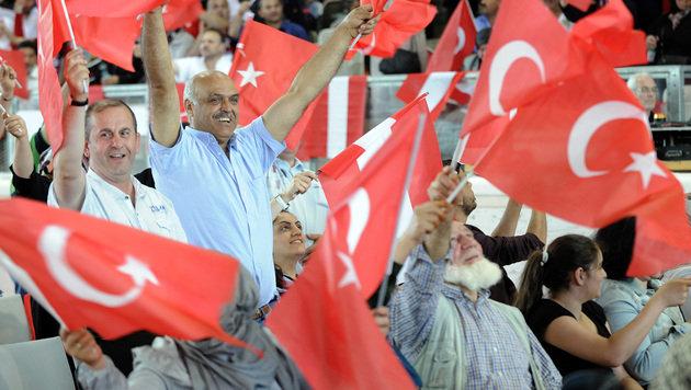 Rechte von Türken: EU-Kommission klagt Österreich (Bild: APA/HANS PUNZ)