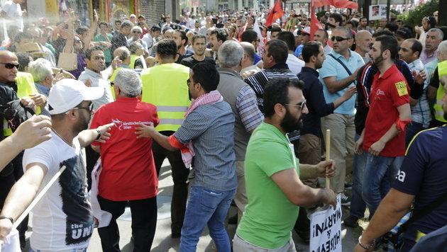 Tumulte bei Demo während Erdogan-Rede in Wien (Bild: Klemens Groh)