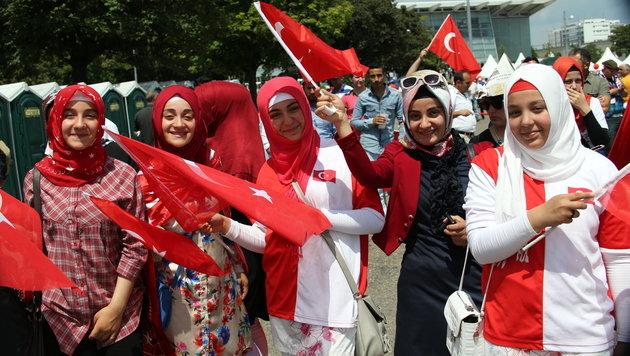 Tumulte bei Demo während Erdogan-Rede in Wien (Bild: Peter Tomschi)