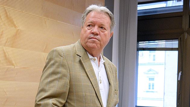 Der ehemalige FPÖ-Abgeordnete Werner Königshofer am Landesgericht in Innsbruck (Bild: APA/zeitungsfoto.at/Daniel Liebl)