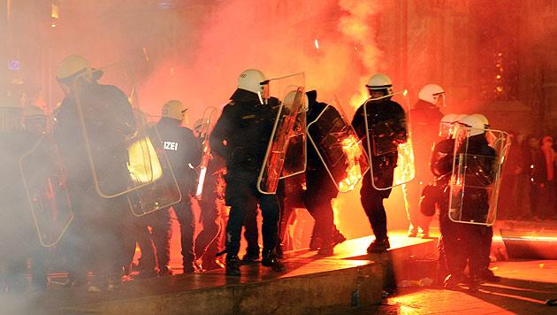Akademikerball: Grüne Kritik an Hunderten Anzeigen (Bild: APA/Herbert P. Oczeret)