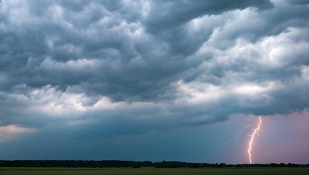 Die kommende Woche bringt Gewitter und Regen (Bild: dpa-Zentralbild/Patrick Pleul (Symbolbild))