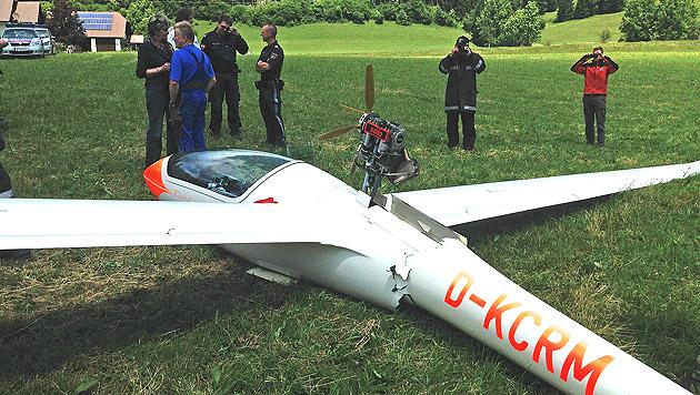 Pilot bei Segelflugzeug-Absturz schwer verletzt (Bild: APA/FF WIENERBRUCK/MARTIN SCHENNER)