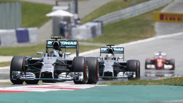 Nico Rosberg vor Lewis Hamilton (Bild: AP)