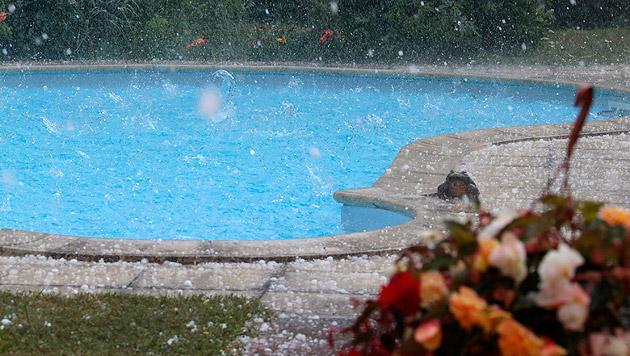Heftige Unwetter mit Hagel in Klagenfurt (Bild: APA/GERT EGGENBERGER)