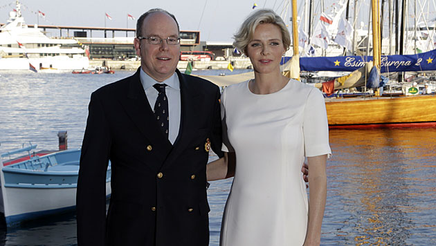 Das Fürstenpaar bei der Eröffnung eines Jachtklubs. (Bild: AP)
