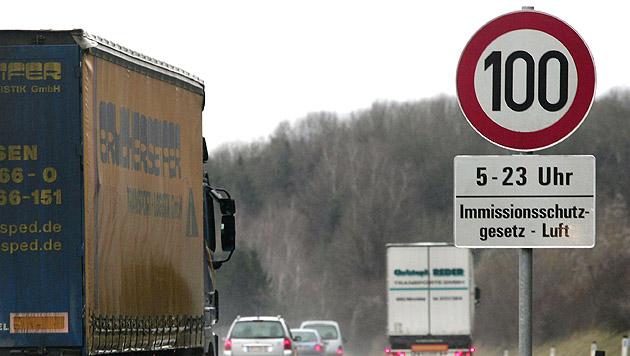 Generelles Tempo 100 auf Autobahnen in Tirol (Bild: APA/RUBRA)