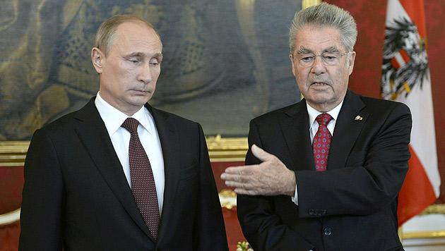 Putins Blitzbesuch: Brücken, Kanäle und Pipelines (Bild: APA/EPA/ROBERT JAEGER)