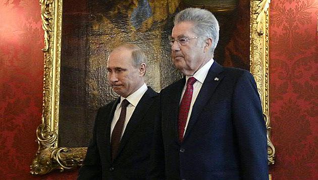 Putins Blitzbesuch: Brücken, Kanäle und Pipelines (Bild: APA/HERBERT NEUBAUER)