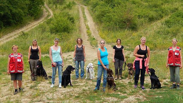 Frauenpower: Drei Monate Probezeit steht Hund und Frauchen jetzt für den Knochenjob bevor. (Bild: ÖRK/Thomas Wanasek)