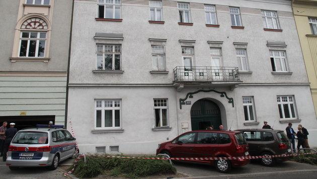 In der Erdgeschoßwohnung dieses Hauses in Wien-Döbling wurde die Leiche der Frau entdeckt. (Bild: Andi Schiel)