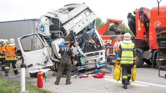 Zehn Kilometer Stau nach Lkw-Unfall auf der A1 (Bild: APA/Werner Kerschbaummayr)