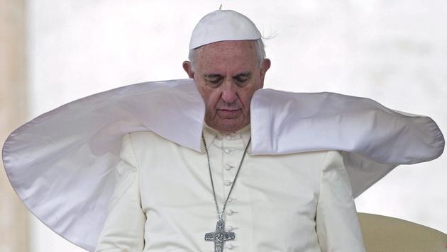 Mehrheit der Katholiken für Reform der Kirche (Bild: APA/EPA/CLAUDIO PERI)