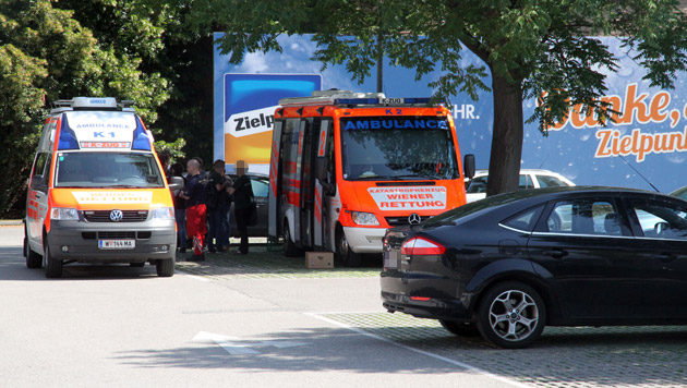 Räuber fesseln 8 Mitarbeiter und räumen Safe aus (Bild: Andi Schiel)