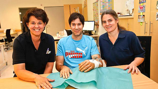 Milan Adrian Novac hat bei Lisa Auer-Rizzi und Klara Tijan bereits eine Ergotherapie begonnen. (Bild: Markus Tschepp)