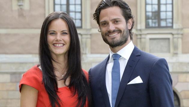 Schwedens Prinz Carl Philip und das Ex-Model Sofia Hellqvist verkünden ihre Verlobung. (Bild: APA/EPA/JONAS EKSTROMER)