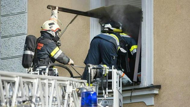 47-Jährige nach Wohnungsbrand in Tirol gestorben (Bild: APA/PHILIPP BRUNNER)