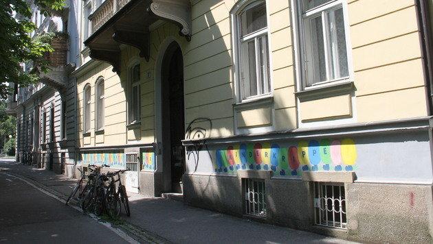 In einem Kellerraum dieses Gebäudes erschoss der 16-Jährige seinen gleichaltrigen Peiniger. (Bild: Christian Jauschowetz)