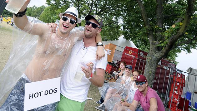 Besucher auf dem 31. Wiener Donauinselfest (Bild: APA/HERBERT P. OCZERET)