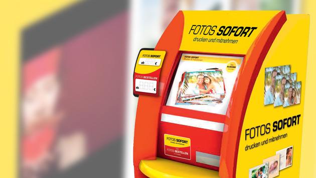 Bilder abgreifbar: Schwachstelle bei Fotoautomaten (Bild: Cewe, krone.at-Grafik)