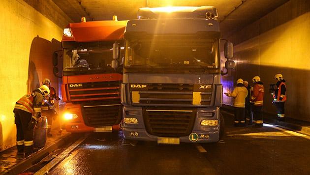 Tunnel nach Unfall mit 4 Lkws stundenlang gesperrt (Bild: Matthias Lauber)