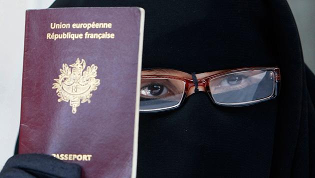 Radikalisierte Muslima sind eine neue Gefahr in Frankreich. (Bild: AP)