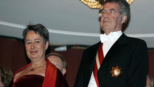 Den ersten Opernball als Bundespräsident genoss Fischer im Jahr 2005 (Bild: APA/Herbert Oczeret)