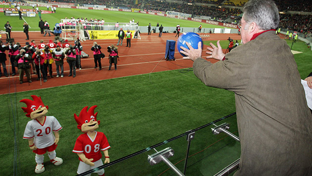 2008 stand auch für den Bundespräsidenten ganz im Zeichen der EURO in Österreich und der Schweiz (Bild: APA/Georg Hochmuth)