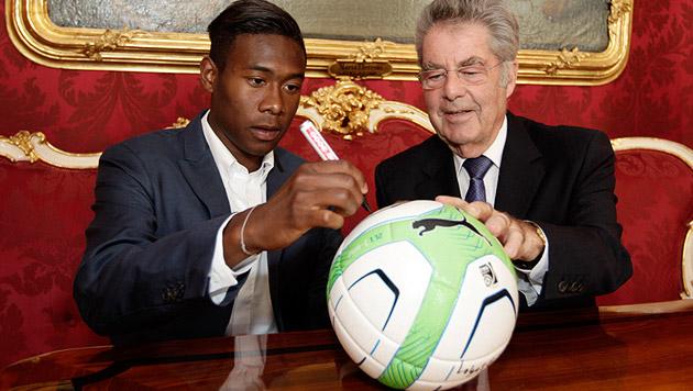Von ÖFB-Jungstar David Alaba gab's 2013 einen handsignierten Ball (Bild: APA/Lechner Peter/BUNDESHEER)