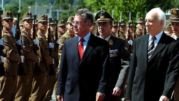 Der erste Staatsbesuch führte Fischer wenige Tage nach der Amtseinführung nach Ungarn (Bild: APA/Barbara Gindl)