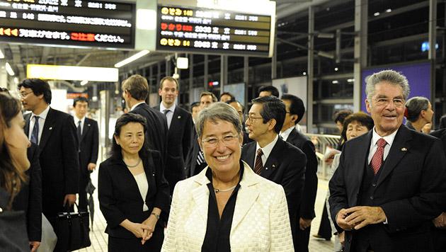 Großer Bahnhof für Fischer 2009 in Japan (Bild: APA/HARALD SCHNEIDER)