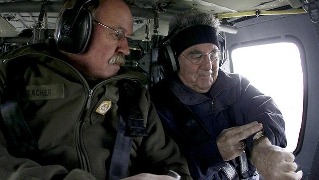 """""""Was? Bereits acht Jahre im Amt?"""" - Fischer bei einer Übung des Bundesheeres im Jahr 2012 (Bild: APA/DRAGAN TATIC/BUNDESHEER)"""