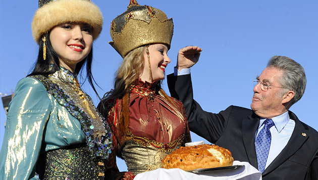 Große Menschen lernte der Bundespräsident auch bei seinem Besuch in Russland 2011 kennen (Bild: APA/HANS KLAUS TECHT)