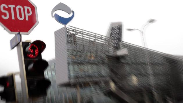 Hypo-Schuldenschnitt läuft - Zinsendienst gekappt (Bild: APA/EPA/GERT EGGENBERGER)