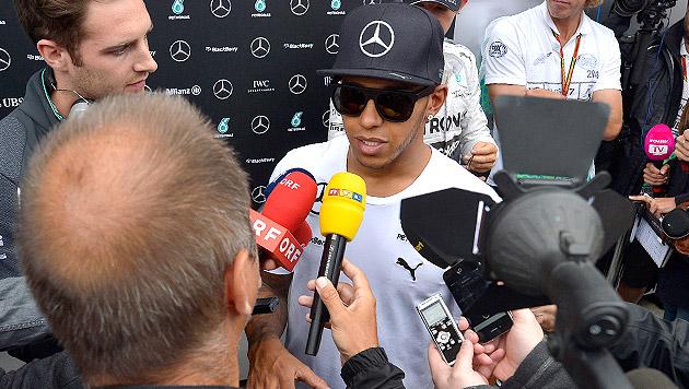 Lokalmatador Lewis Hamilton unter massivem Druck (Bild: APA/EPA/HARALD SCHNEIDER)