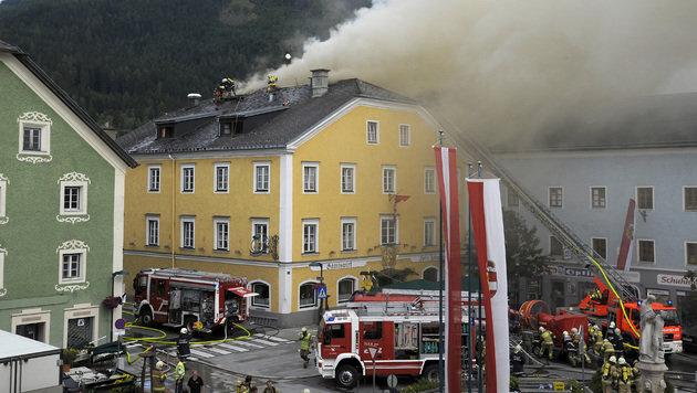 Großbrand wütete in Salzburger Gasthof (Bild: Roland Holitzky, foto-studio.at)