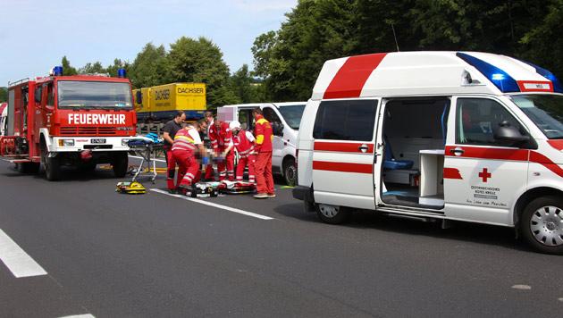 Biker durch Scheibe von Transporter geschleudert (Bild: Matthias Lauber/laumat.at)