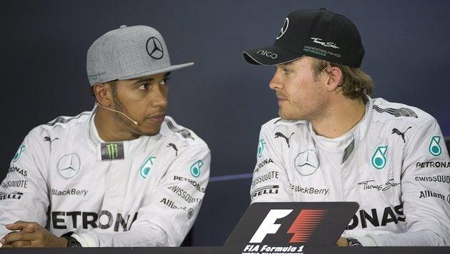 Duell zwischen Hamilton und Rosberg spitzt sich zu (Bild: AP)