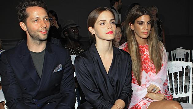 Emma Watson besuchte auch die Modeschau von Giambattista Valli. (Bild: AP)