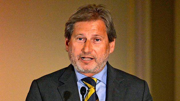 Regierung nominierte Hahn als EU-Kommissar (Bild: APA/EPA/TIBOR ILLYES)